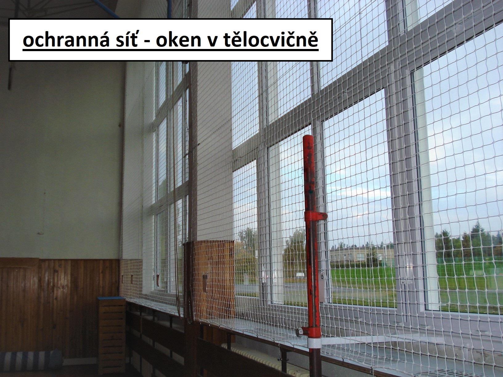 ochranná síť - okna v tělocvičně