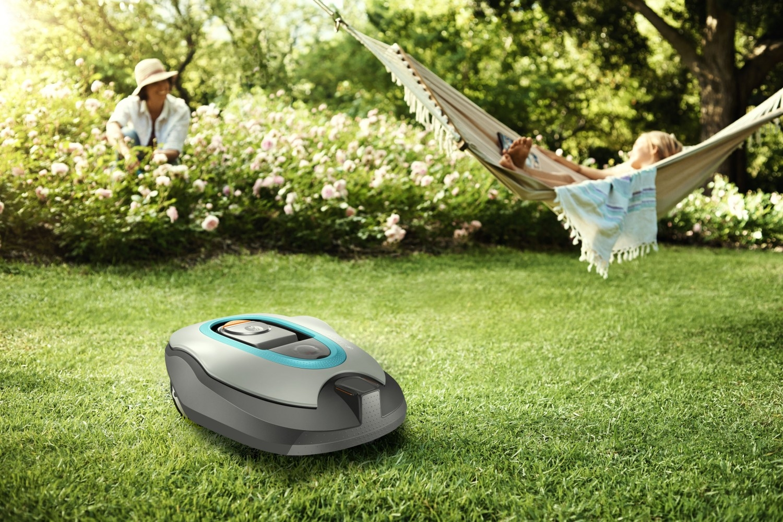 <strong>Pro více času k relaxaci</strong><br/>Vyložte si nohy a relaxujte! Vaše robotická sekačka vyřídí sekání trávníku za vás. Jemné odstřižky trávy zůstávají na trávníku jako přirozené hnojivo. Podporuje dobrý růst a šetří váš drahocenný čas, během kterého můžete dělat jiné věci.